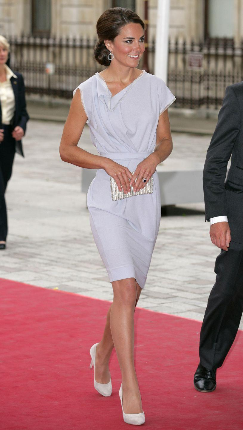 <p>A-line silhouettes have a greater chance of flying up in the wind, but a sheath dress like this is more likely to avoid any breezy malfunction. </p>