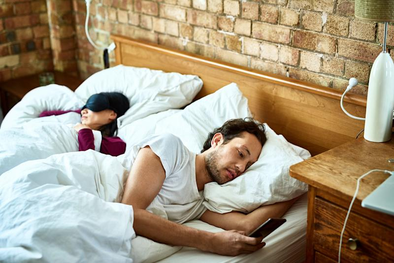 Making your bedroom a phone-free zone can be a helpful tactic. (Photo: 10'000 Hours via Getty Images)