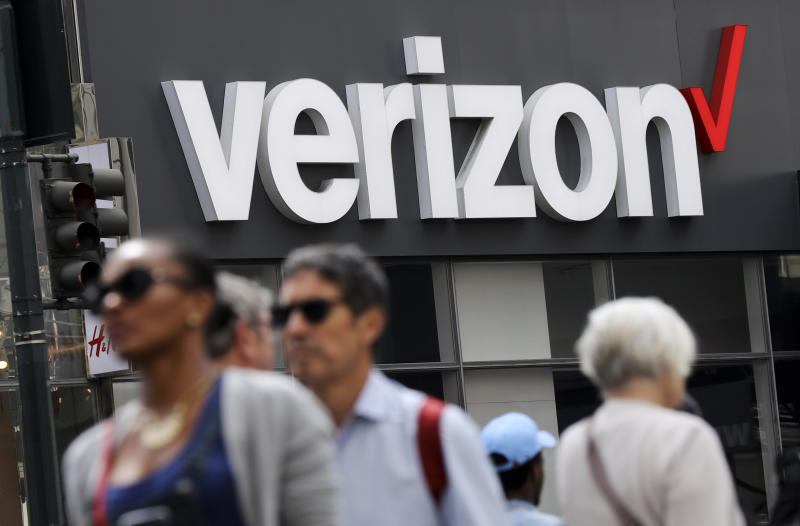 Verizon to Acquire Straight Path for over $3 Billion, beating rival AT&T
