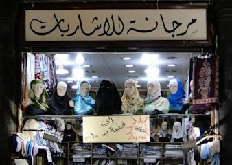 800px-Hijabs_store,_Damascus