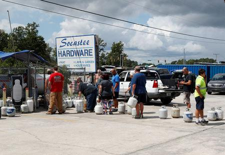 Customers line up to buy propane at Socastee Hardware store, ahead of the arrival of Hurricane Florence in Myrtle Beach, South Carolina, U.S. September 10, 2018.  REUTERS/Randall Hill