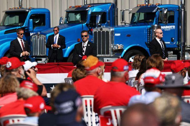 PHOTO: Secret service agents stand guard as President Donald Trump speaks at a campaign rally on Aug. 20, 2020, in Old Forge, Pa. (Michael M. Santiago/Getty Images, FILE)