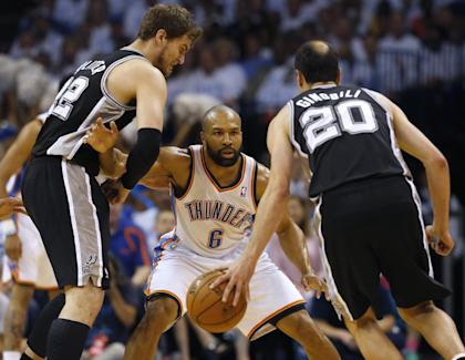Derek Fisher (center) will likely become a candidate for the Knicks coaching vacancy. (AP)