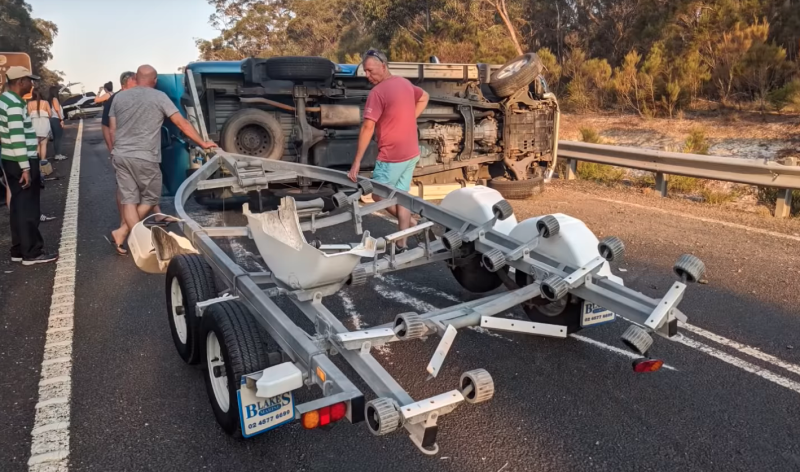 The driver was fine following the car accident, however his boat and car did not appear to be fine. Source: Dash Cam Owners Australia/Youtube.