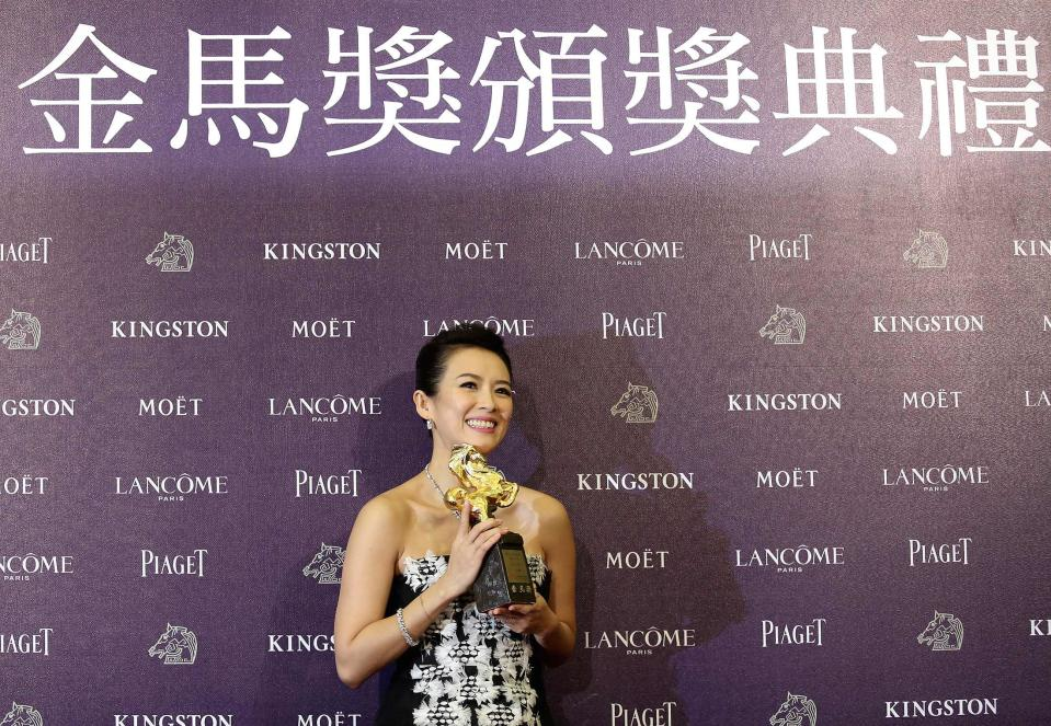 """Chinese actress Zhang Ziyi celebrates winning the Best Leading Actress for """"The Grandmaster"""" at the 50th Golden Horse Film Awards in Taipei November 23, 2013. REUTERS/Patrick Lin (TAIWAN - Tags: ENTERTAINMENT)"""