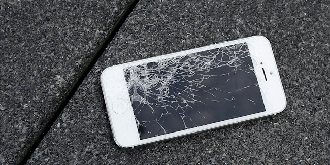 shattered iphone cracked screen