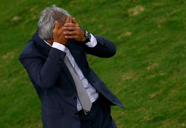 Algeria's coach Vahid Halilhodzic reacts during the 2014 World Cup Group H soccer match between Algeria and Russia at the Baixada arena in Curitiba June 26, 2014. REUTERS/Amr Abdallah Dalsh (BRAZIL - Tags: SOCCER SPORT WORLD CUP)