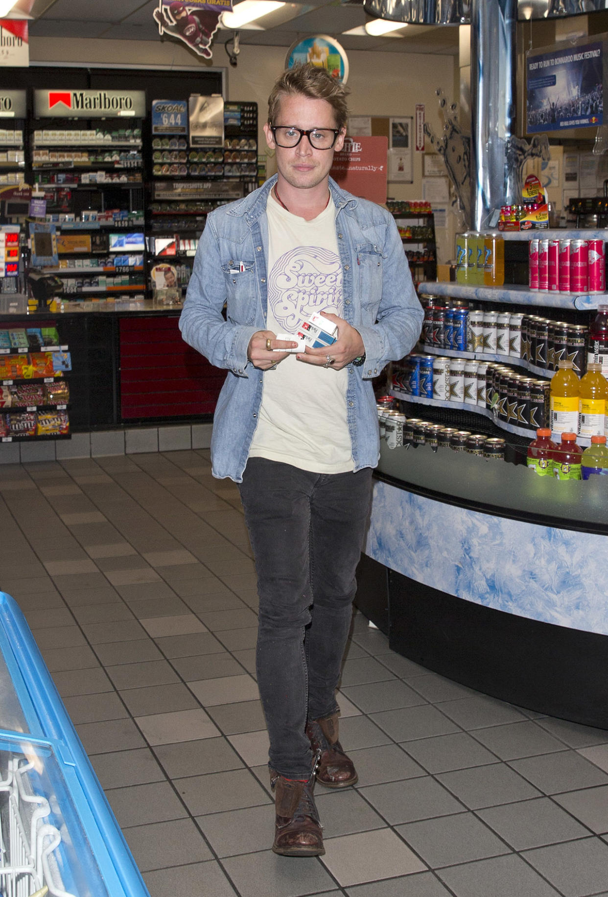 Child Actor Macaulay Culkin was seen picking up Three packets of Parliament Cigarettes as a Gas station on Sunset Blvd in West Hollywood, CA. Macaulay was looming fresh fced and in good spirits as he went to the gas station but decided to cover his face on the way out. He was in the back of the car with with Brenda Song while actor Seth Green sat in the front. <P> Pictured: Macaulay Culkin <B>Ref: SPL1543444  240717  </B><BR/> Picture by: SPW / Splash News<BR/> </P><P> <B>Splash News and Pictures</B><BR/> Los Angeles:310-821-2666<BR/> New York:212-619-2666<BR/> London:870-934-2666<BR/> photodesk@splashnews.com<BR/> </P>