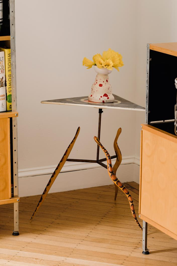 "<div class=""caption""> The snake table, which Ethan won at an auction, is by American woodworker and artist <a href=""http://www.gkb-furniture.com/home.php"" rel=""nofollow noopener"" target=""_blank"" data-ylk=""slk:Garry Knox Bennett"" class=""link rapid-noclick-resp"">Garry Knox Bennett</a>. </div>"
