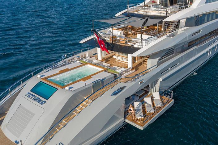 Exterior of the superyacht Tatina by IYC
