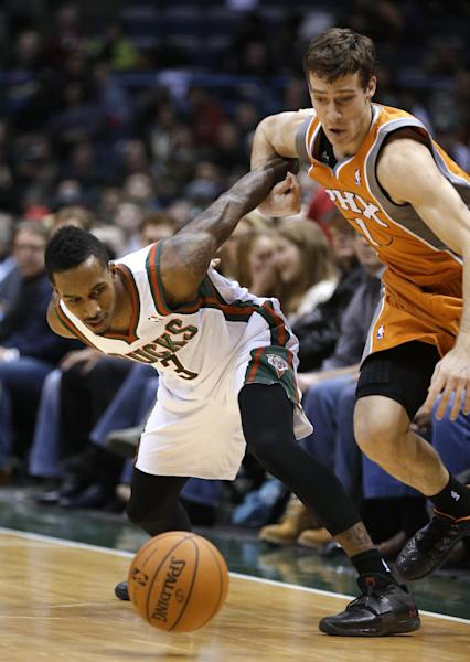 Milwaukee Bucks' Brandon Jennings (3) and Phoenix Suns' Goran Dragic, left, watch a loose ball during the first half of an NBA basketball game Tuesday, Jan. 8, 2013, in Milwaukee. (AP Photo/Jeffrey Phelps)