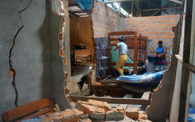 People salvage belongings after a quake damaged their house in Yurimaguas, in the Peruvian Amazon region, on May 26, 2019