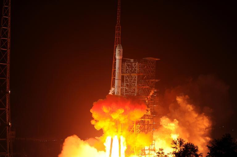 The Chang'e-3 rocket carrying the Jade Rabbit rover blasts off from the Xichang Satellite Launch Center in China's southwest province of Sichuan on December 2, 2013