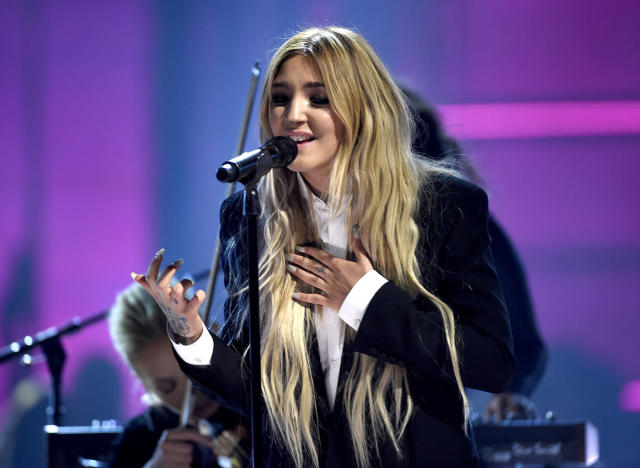 """<p>Julia Michaels performs """"Issues"""" at the Billboard Music Awards at the T-Mobile Arena on Sunday, May 21, 2017, in Las Vegas. (Photo by Chris Pizzello/Invision/AP) </p>"""