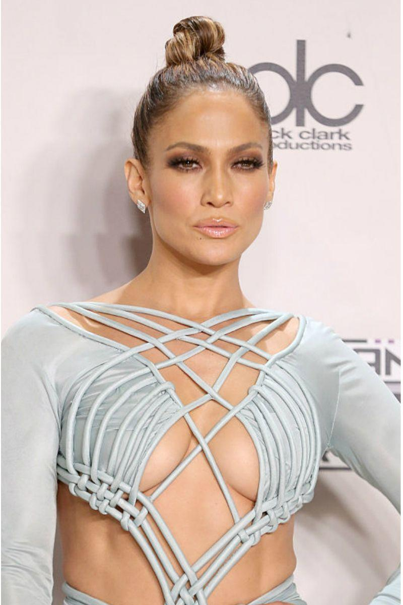 <p>The iconic JLo glow is back with bronzed smokey eyes, glossy lips and radiant skin for days.</p>