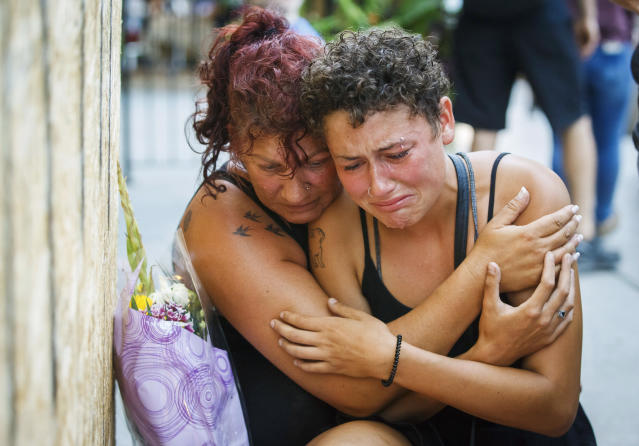 <p>Desirae Shapiro, 19, right, and her mother, Gina Shapiro, friends of 18-year-old Danforth shooting victim Reese Fallon, mourn after visiting a makeshift memorial, Monday, July 23, 2018, in Toronto, remembering the victims of the shooting on Sunday. (Photo: Mark Blinch/The Canadian Press via AP) </p>