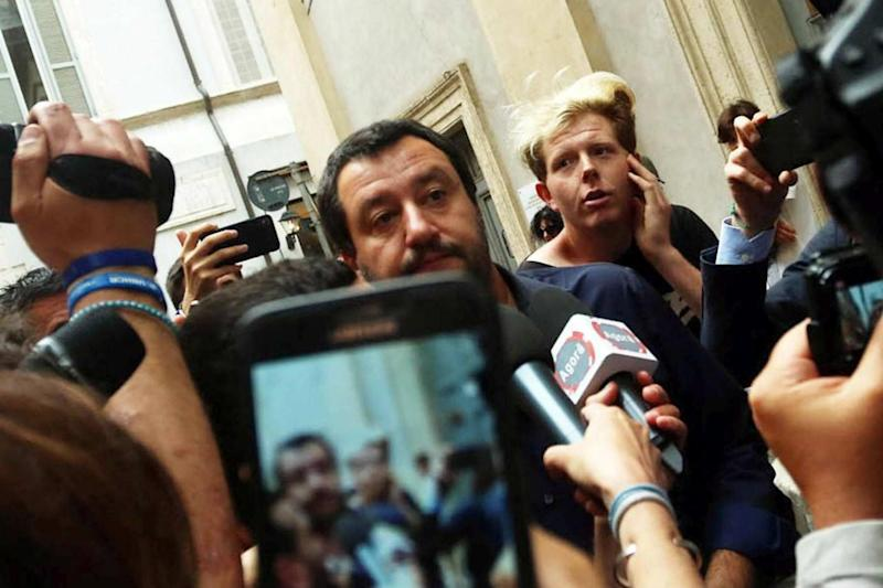 "Facebook: ""Video di Salvini al citofono? Violazione privacy"""