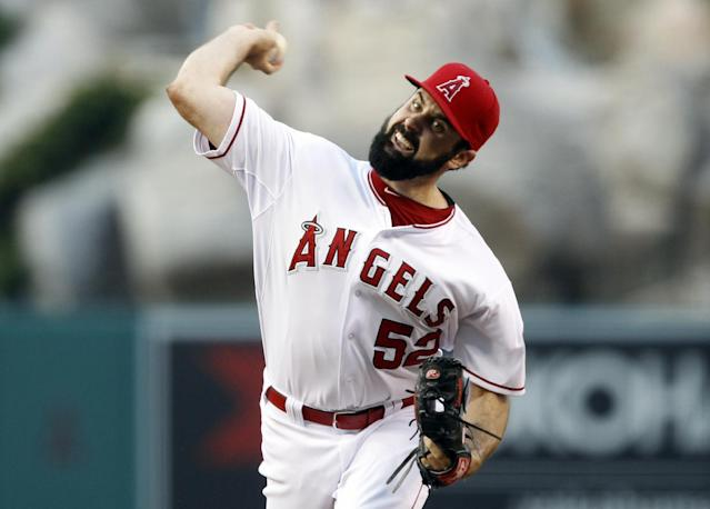 Los Angeles Angels starting pitcher Matt Shoemaker throws to a Chicago White Sox batter in the first inning of a baseball game Saturday, June 7, 2014, in Anaheim, Calif. (AP Photo/Alex Gallardo)