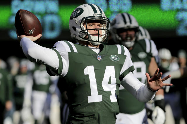 New York Jets quarterback Sam Darnold throws a pass against the Green Bay Packers during the first half of an NFL football game, Sunday, Dec. 23, 2018, in East Rutherford, N.J. (AP Photo/Seth Wenig)