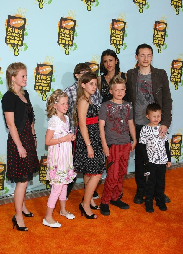 Chester & Talinda Bennington with kids