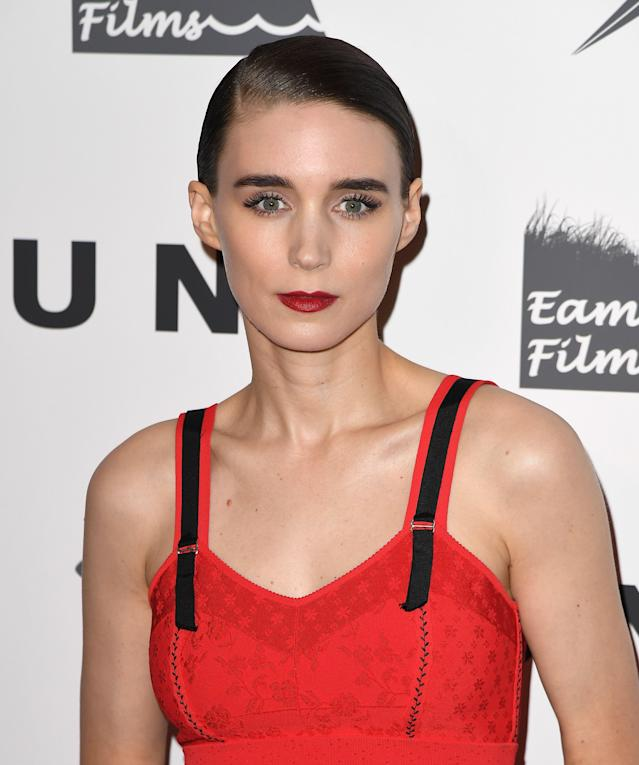 <p>Slicked-back hair, winged eyeliner, and cherry red lips never looked as good as it did on Mara. (Photo: Getty Images) </p>