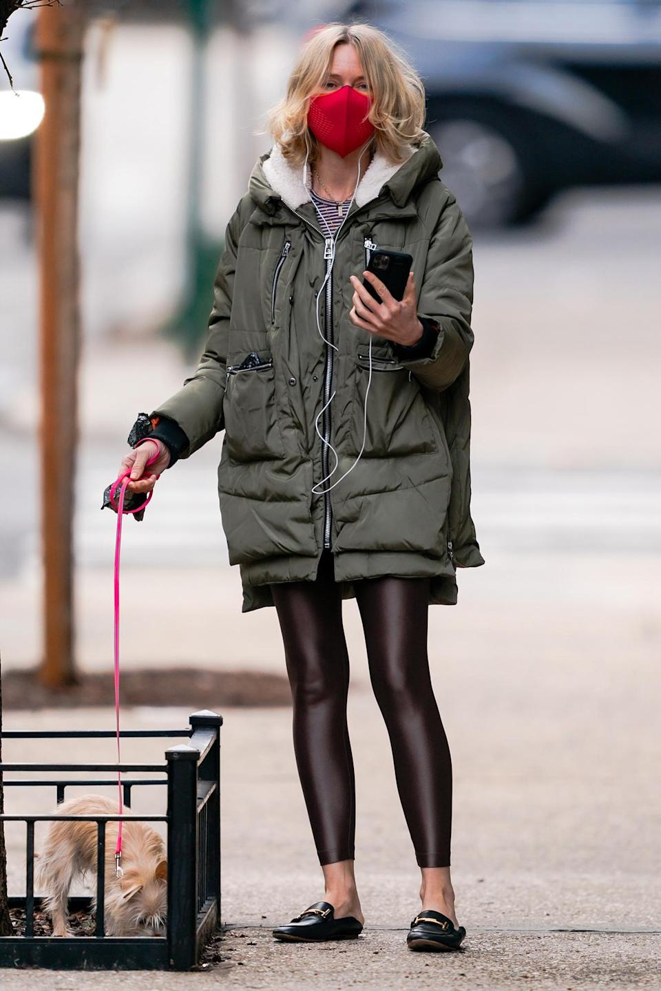 <p>Naomi Watts was seen FaceTiming during a walk with her dog in New York City.</p>