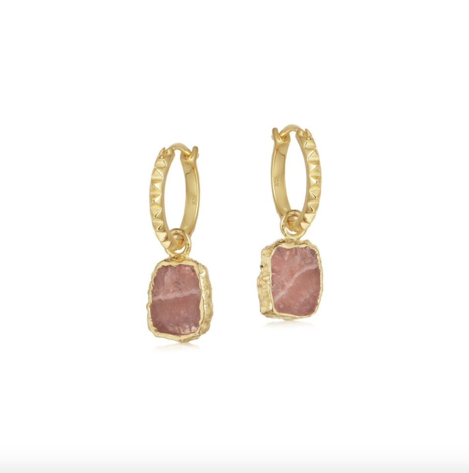 "<p><strong>Rhodochrosite gold mini Pyramid Charm Hoops</strong></p><p>www.missoma.com</p><p><strong>$110.00</strong></p><p><a href=""https://go.redirectingat.com?id=74968X1596630&url=https%3A%2F%2Fwww.missoma.com%2Fproducts%2Frhodochrosite-gold-mini-pyramid-charm-hoops%3Fcurrency%3DUSD%26country%3DUS%26redirected%3Dtrue&sref=https%3A%2F%2Fwww.townandcountrymag.com%2Fsociety%2Ftradition%2Fg34414467%2Fkate-middleton-gift-guide%2F"" rel=""nofollow noopener"" target=""_blank"" data-ylk=""slk:Shop Now"" class=""link rapid-noclick-resp"">Shop Now</a></p><p>Kate has plenty of priceless gems in her jewelry box, but she's been known to wear more accessible styles, too. Recently, <a href=""https://people.com/style/kate-middleton-missoma-celebrity-loved-jewelry-brand/"" rel=""nofollow noopener"" target=""_blank"" data-ylk=""slk:she was seen wearing"" class=""link rapid-noclick-resp"">she was seen wearing</a> this pair from the brand Missoma.</p>"