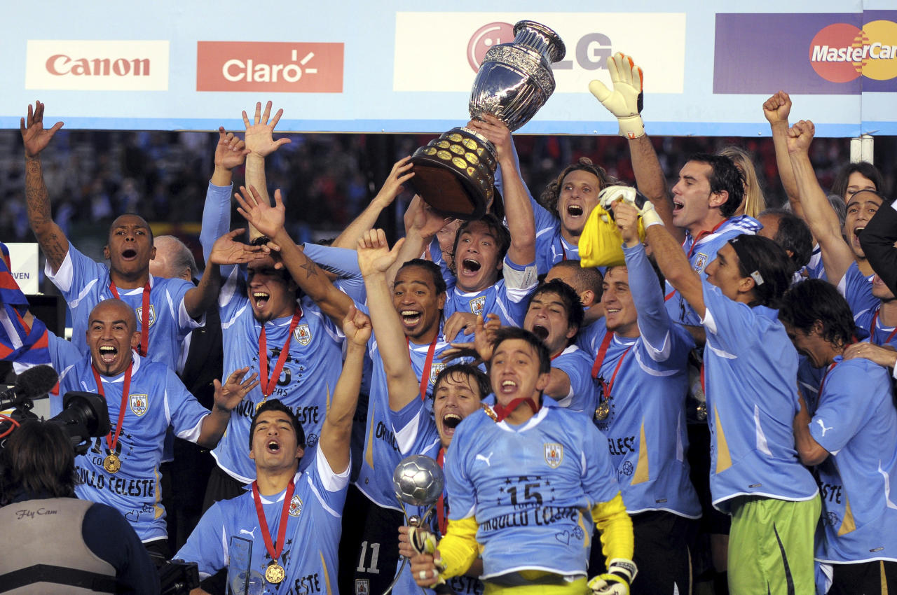 BUENOS AIRES, ARGENTINA, JULY 24: Uruguay National team players celebrate with the trophy their victory of the Copa America 2011 against Paraguay at Antonio Vespucio Liberti Stadium on July 24, 2011 in Buenos Aires, Argentina. (Photo by Jaime Lopez/LatinContent/Getty Images)