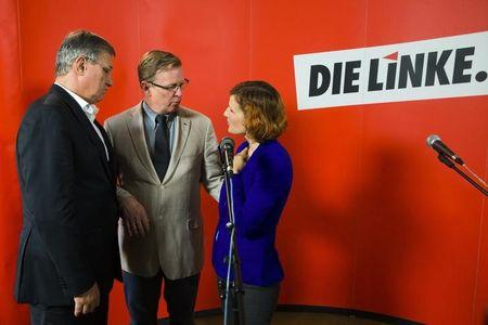 The leaders of the Die Linke party Katja Kipping (R) and Bernd Riexinger (L) talk with Bodo Ramelow, the party's top candidate in Sunday's Thuringia state election, after a news conference at the party headquarters in Berlin, September 15, 2014.  REUTERS/Thomas Peter
