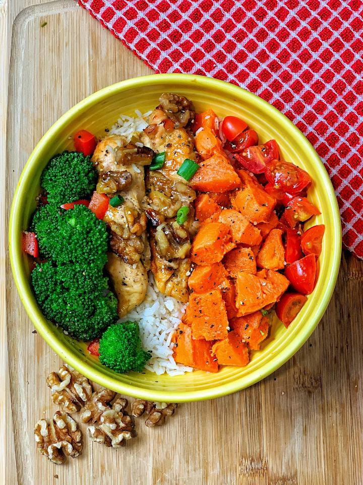 <p>If you're looking for something a little more filling and full of protein, try Jeanette's honey-mustard walnut chicken bowl. </p> <ul> <li>1/2 chicken breast</li> <li>1/2 sweet potato</li> <li>1/4 cup basmati rice</li> <li>1 cup broccoli</li> <li>1/2 red pepper, chopped</li> <li>5 walnuts, halved</li> <li>2 tablespoons honey</li> <li>3 tablespoons mustard</li> <li>1 green onion</li> <li>1/4 teaspoon paprika (optional)</li> <li>1/2 teaspoon garlic (optional)</li> <li>Himalayan salt to taste</li> <li>Ground black pepper to taste</li> </ul>