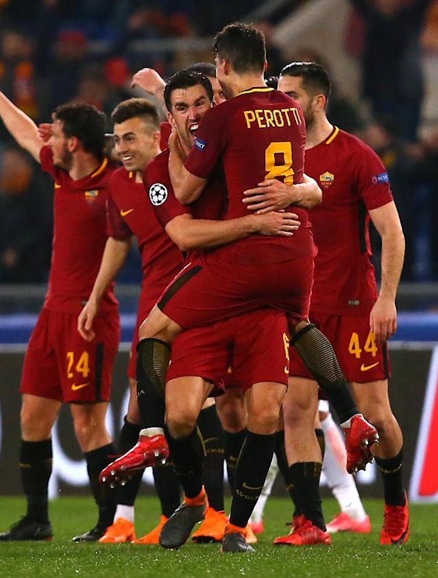 Soccer Football - Champions League Round of 16 Second Leg - AS Roma vs Shakhtar Donetsk - Stadio Olimpico, Rome, Italy - March 13, 2018 Roma's Kevin Strootman celebrates with Diego Perotti after the match REUTERS/Alessandro Bianchi
