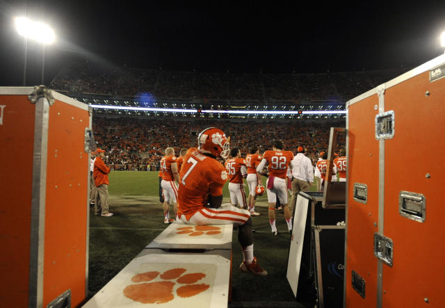 Clemson wide receiver Mike Williams (7) sits on the bench in the closing minutes of the second half of an NCAA college football game against Florida State, Saturday, Oct. 19, 2013, in Clemson, S.C. Florida State won 51-14. (AP Photo/Mike Stewart)
