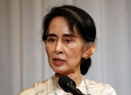Myanmar State Counsellor Aung San Suu Kyi (L) delivers a speech during a luncheon organised by Japanese business and economic associations in Tokyo, Japan November 4, 2016. REUTERS/Issei Kato