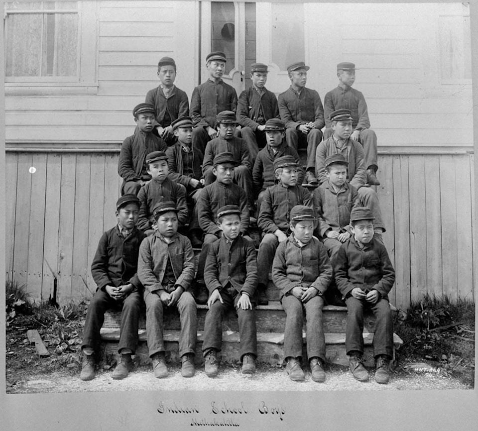 """<span class=""""caption"""">Students of the Metlakatla Indian Residential School, B.C.</span> <span class=""""attribution""""><span class=""""source"""">(William James Topley. Library and Archives Canada, C-015037)</span></span>"""