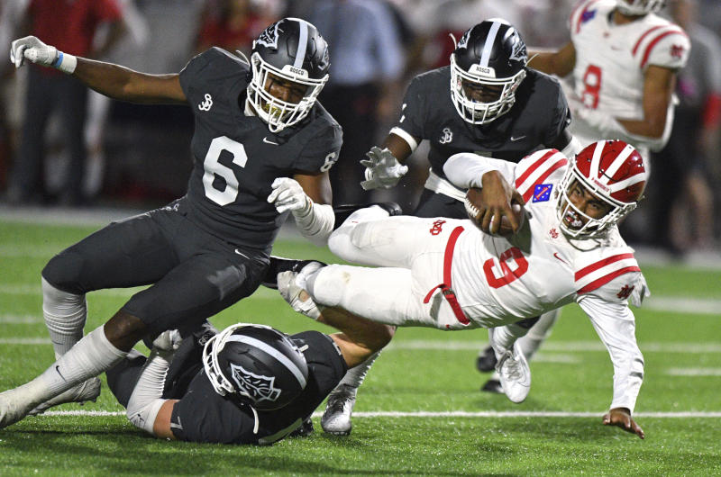 Mater Dei quarterback Bryce Young (9) is the No. 2 quarterback recruit out of California in 2020, and he flipped his commitment from USC to Alabama last month. (Scott Varley/The Orange County Register via AP)
