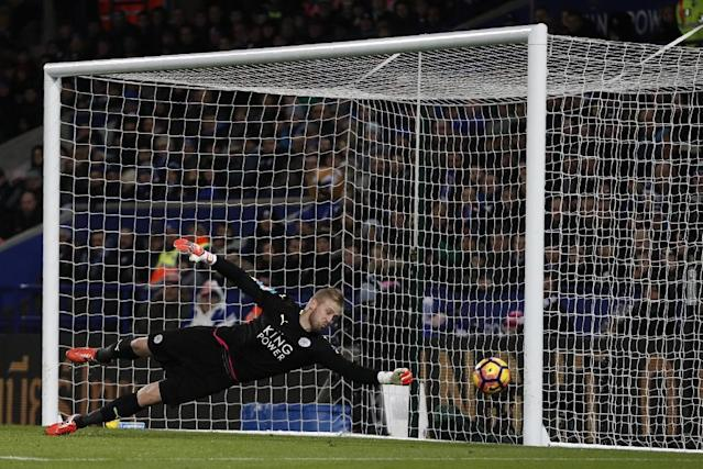 Leicester City's goalkeeper Kasper Schmeichel makes a save on February 27, 2017 (AFP Photo/ADRIAN DENNIS)