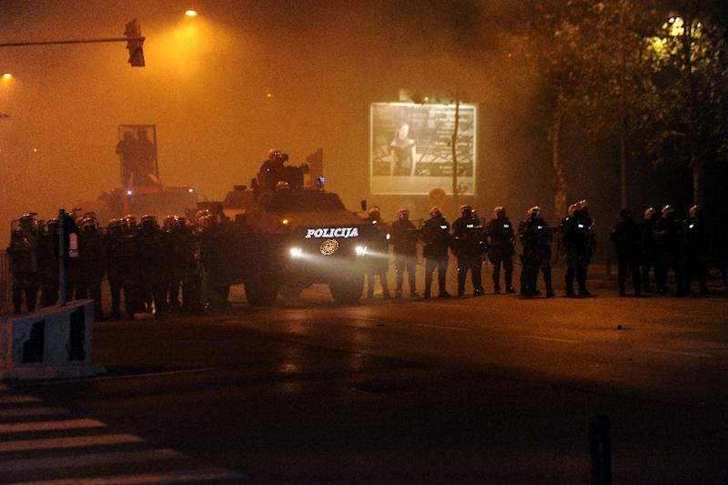 Montenegro riot police take position during clashes with anti-government protesters in the capital Podgorica on October 24, 2015 (AFP Photo/Savo Prelevic)