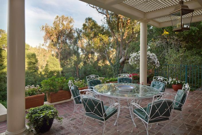 <p>Two acres is a relative rarity in Beverly Hills.</p>