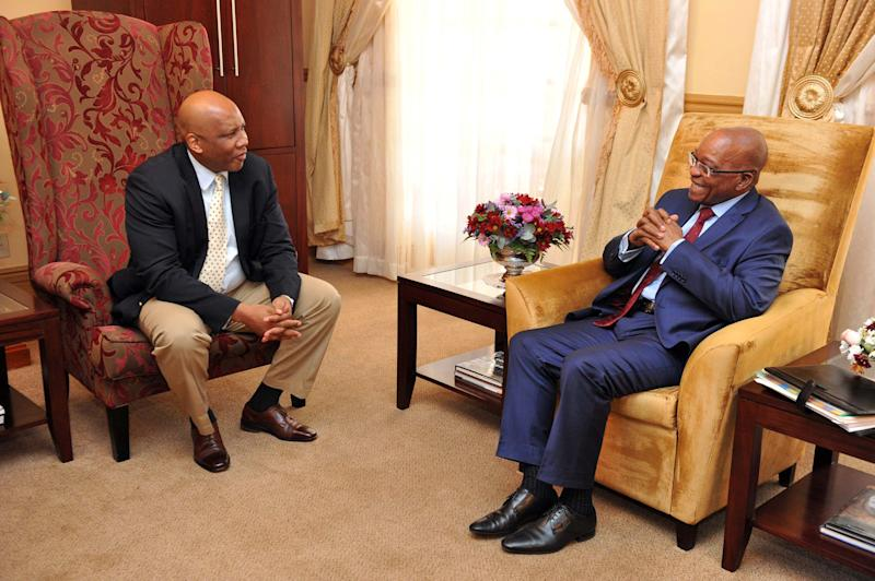Picture released by South African presidency press office shows South Africa President Jacob Zuma(R) speaking with Lesotho's king Letsie III (L) at the Royal palace on September 9, 2014 in Maseru (AFP Photo/Elmond Jiyane)