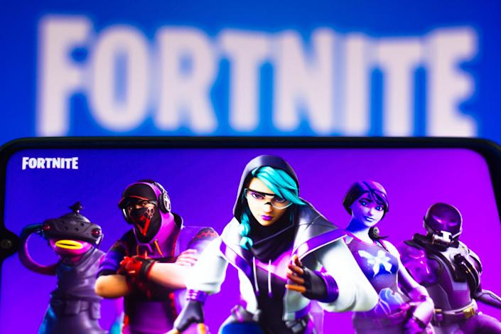 BRAZIL - 2021/03/30: In this photo illustration the Fortnite logo is seen on a smartphone and a pc screen. (Photo Illustration by Rafael Henrique/SOPA Images/LightRocket via Getty Images)
