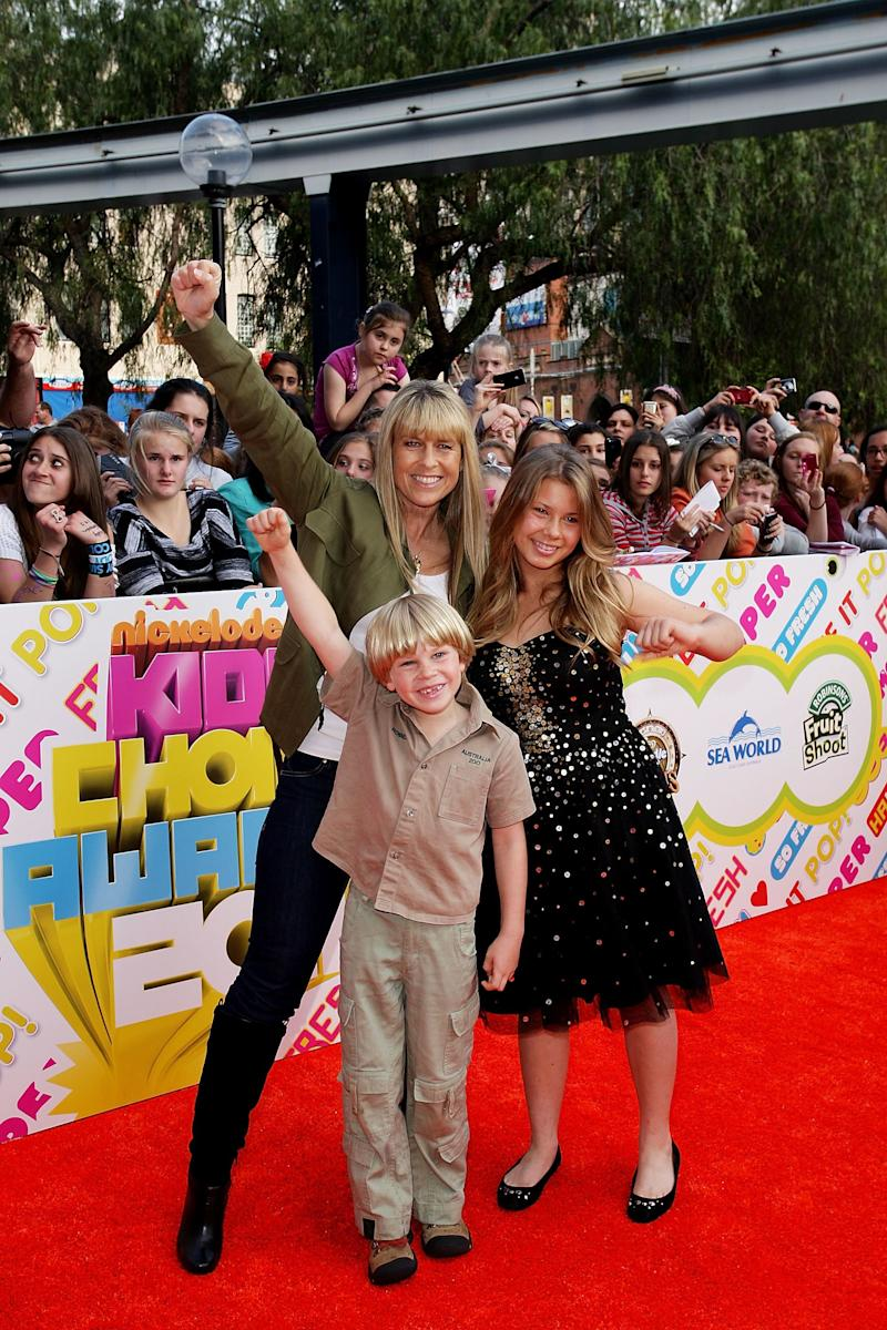 Terri Irwin, Robert Irwin and Bindi Irwin arrive at the 2011 Nickelodeon Kid's Choice Awards at the Sydney Entertainment Centre on October 7, 2011 in Sydney, Australia. (Photo by Lisa Maree Williams/Getty Images)
