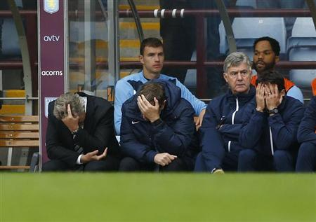 Manchester City's manager Manuel Pellegrini (L) reacts during their English Premier League soccer match against Aston Villa at Villa Park in Birmingham, central England September 28, 2013. REUTERS/Darren Staples