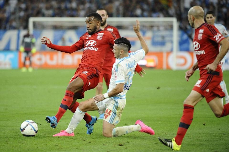 Lyon's Alexandre Lacazette (L) and Marseille's Remy Cabella during their Ligue 1 match on September 20, 2015 at Velodrome Stadium (AFP Photo/Franck Pennant)