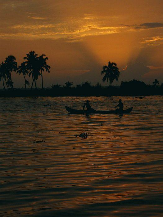 At sunset, the waters gleam with sunrays and take on a golden sheen. When the boats are docked for the night you can walk around the small villages and shops, meet the local people and see the traditional way of transportation in water.