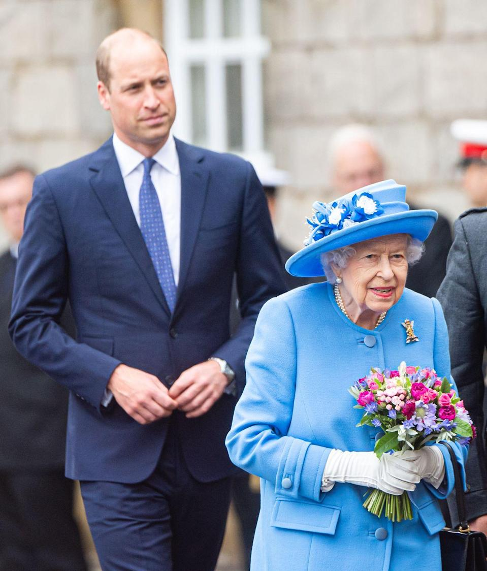<p>William and the queen arrive at the forecourt of the Palace of Holyroodhouse to partake in the traditional Ceremony of the Keys in Edinburgh, Scotland, on June 28, 2021.<br></p>