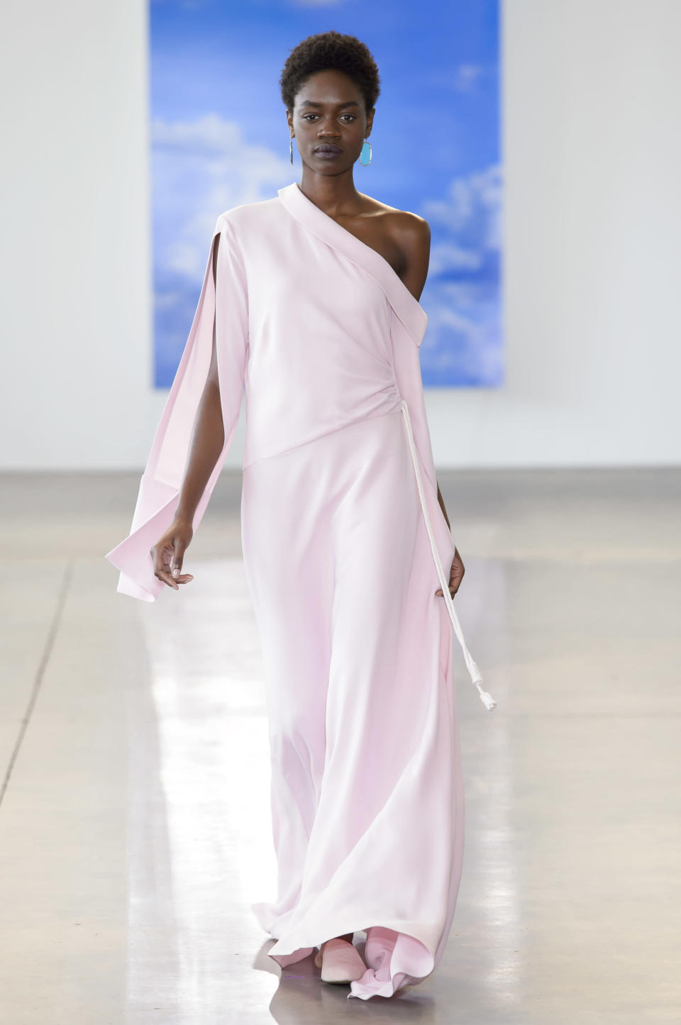 <p><i>Model wears an off-the-shoulder pastel pink dress from the SS18 Hellessy collection. (Photo: ImaxTree) </i></p>