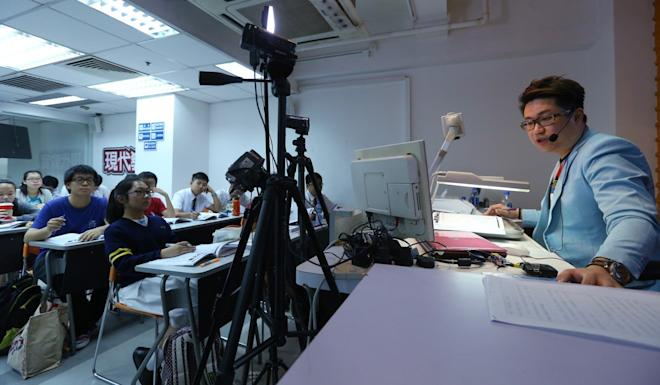 Star Chinese tutor Siu Yuen teaching his students at Modern Education, in Mong Kok, in November 2015. Photo: Handout