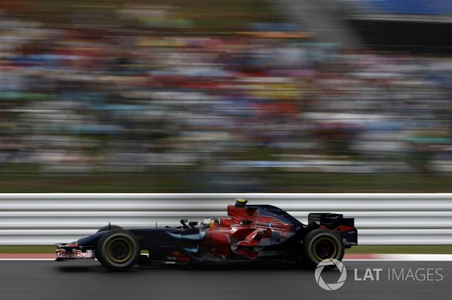 "Red Bull RB3 y Toro Rosso STR2 <span class=""copyright"">Glenn Dunbar / Motorsport Images</span>"