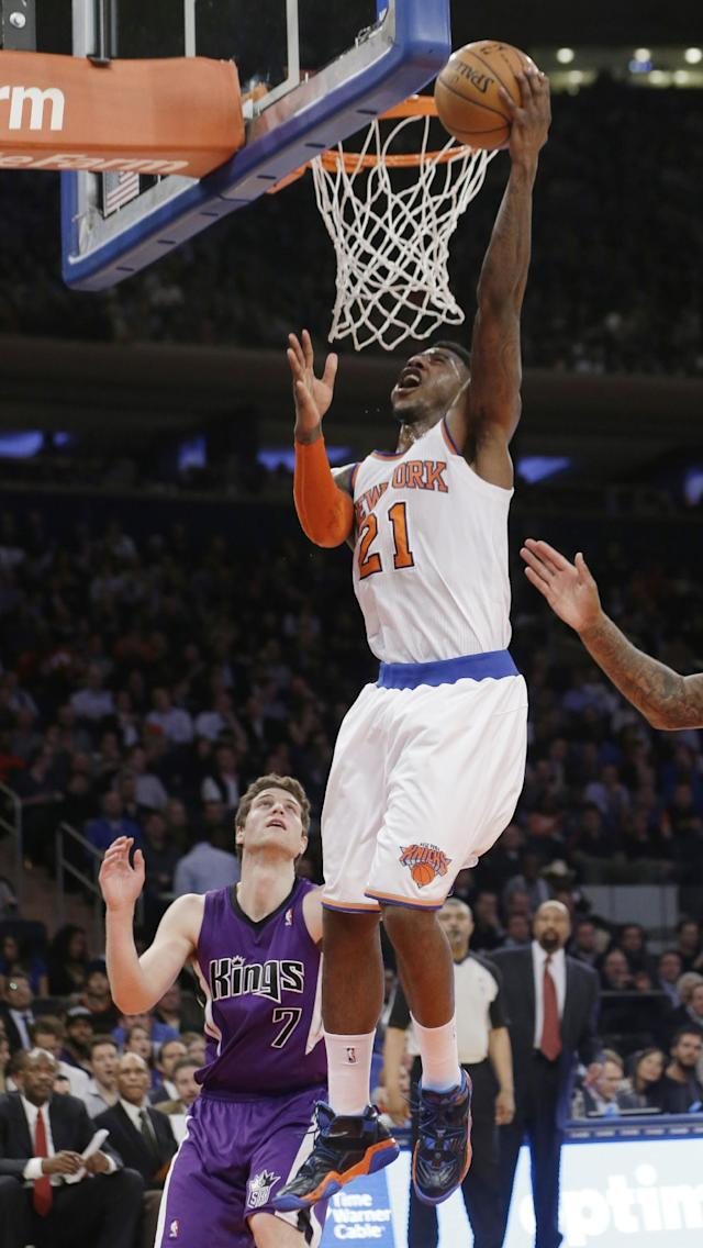New York Knicks' Iman Shumpert (21) drives past Sacramento Kings' Jimmer Fredette (7) during the first half of an NBA basketball game Wednesday, Feb. 12, 2014, in New York. (AP Photo/Frank Franklin II)