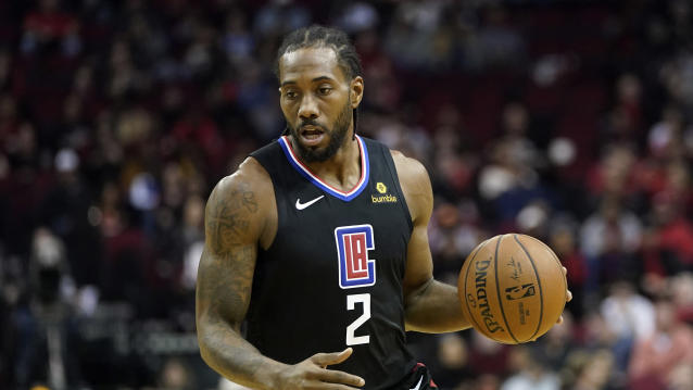 "<a class=""link rapid-noclick-resp"" href=""/nba/players/4896/"" data-ylk=""slk:Kawhi Leonard"">Kawhi Leonard</a>'s knee injury seems to be lingering. (AP Photo/David J. Phillip)"
